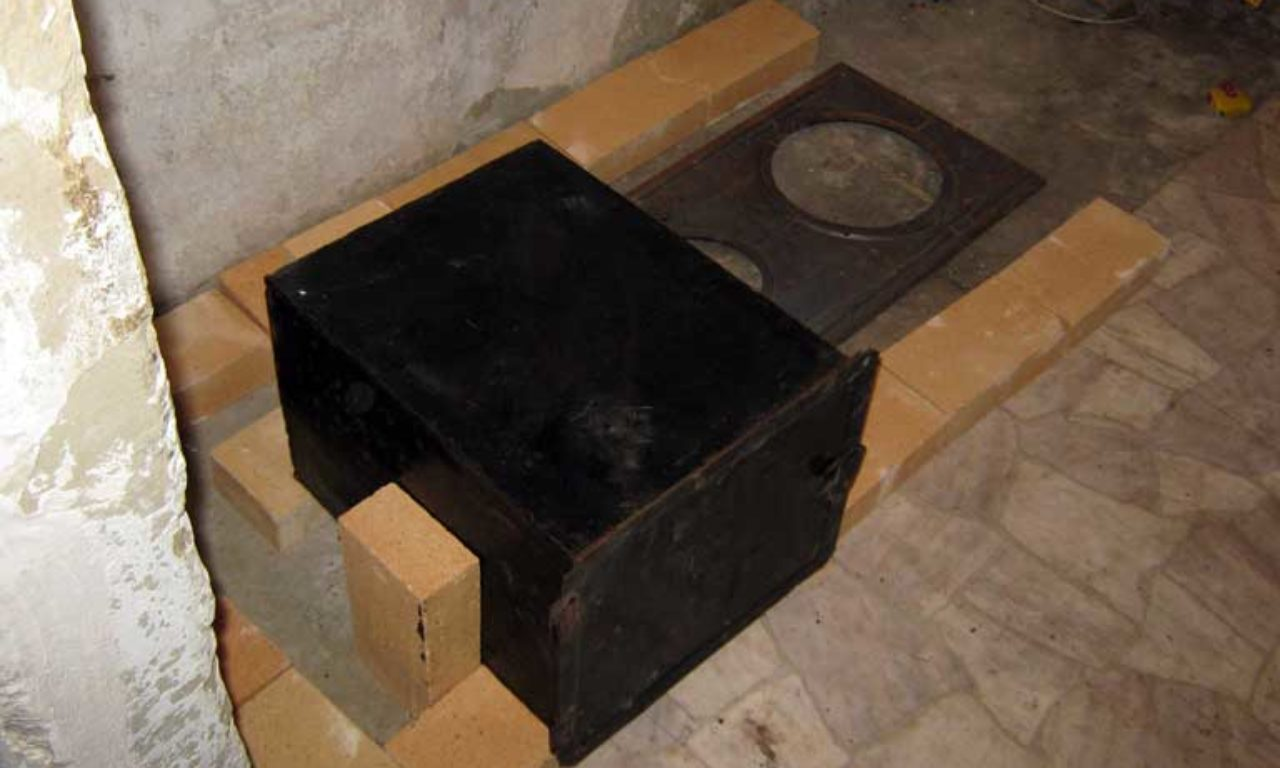 Отопительно – варочная печь с котлом Бурдино